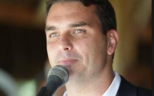 'O governo tem que conversar com todo mundo que foi eleito', afirmou Flávio Bolsonaro, sobre possível aliança com o MDB