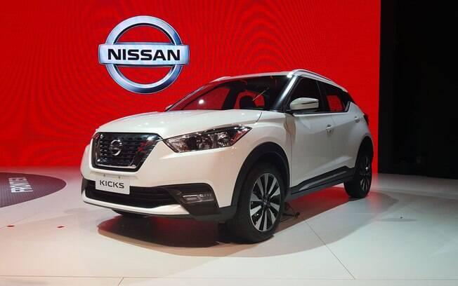 Em sua configuração intermediária, o Nissan Kicks perde as câmeras de visão 360° e troca os bancos de couro por tecido.