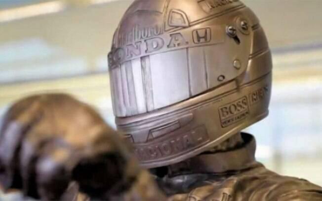 Estátua de Ayrton Senna colocada em sede da McLaren pesa 160 quilos