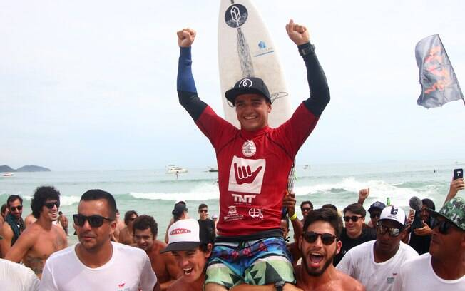 Deivid Silva é campeão do Hang Loose São Sebastião Pro, na praia de Maresias (SP)