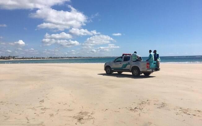 Agentes fazem monitoramento de praias