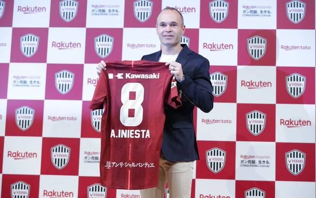 Andrés Iniesta é apresentado como reforço do Vissel Kobe, do Japão