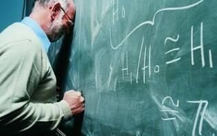 No Brasil, salário de professor é metade do que recebem outros profissionais - Educação - iG