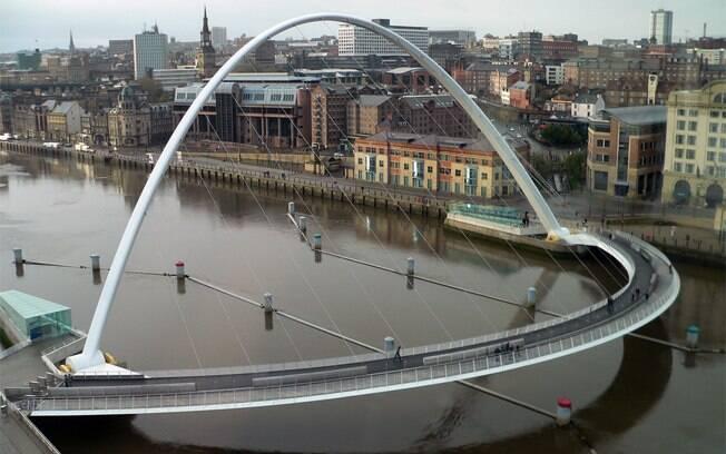 Ponte do Milênio desmorona em um dos filmes de Harry Potter