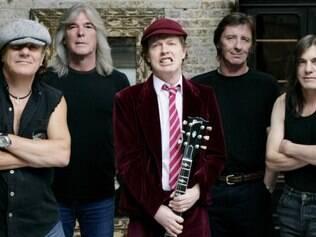 Doença. Irmão de Angus Young, guitarrista Malcom (extrema direita) estaria com uma doença grave