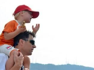 Pai e filho holandeses acompanharam o treino da Holanda na Gávea