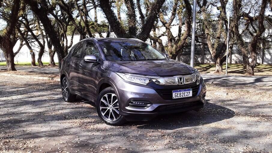 Honda HR-V Touring 2021 visto de frente é idêntico ao intermediário EXL, com faróis full LED, assim como os auxiliares