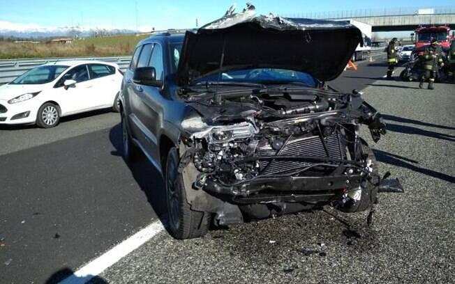 O Jeep Grand Cherokee de Douglas Costa ficou com a frente totalmente destruída
