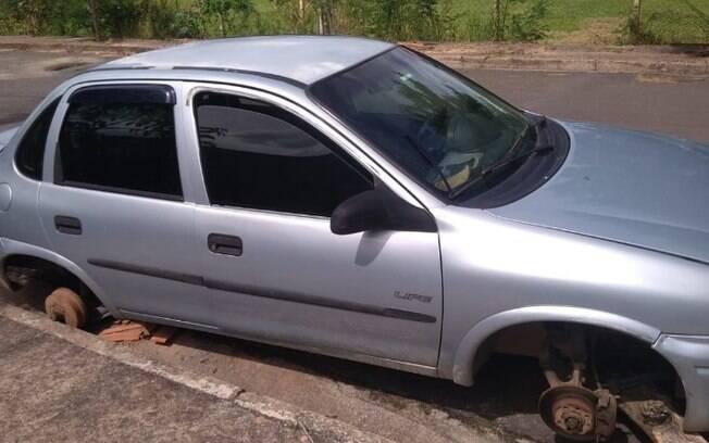 Trio é preso desmontando carro roubado em Campinas