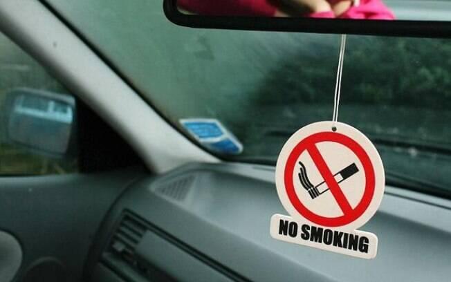 O cheiro do tabaco que fica impregnado nos bancos e no painel é um motivo da depreciação de seminovos