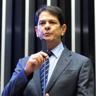 No meio da crise, Cid Gomes deixa governo