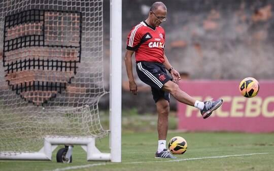 Jayme cobra título carioca e prevê Libertadores complicada para o Flamengo - Futebol - iG