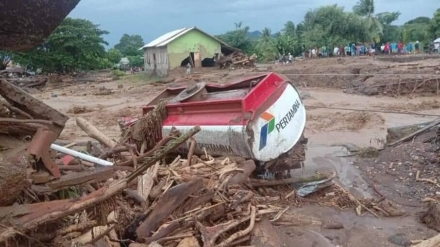 Inundações na Ilha de Flores, localizada na Indonésia, deixou rastro de destruição