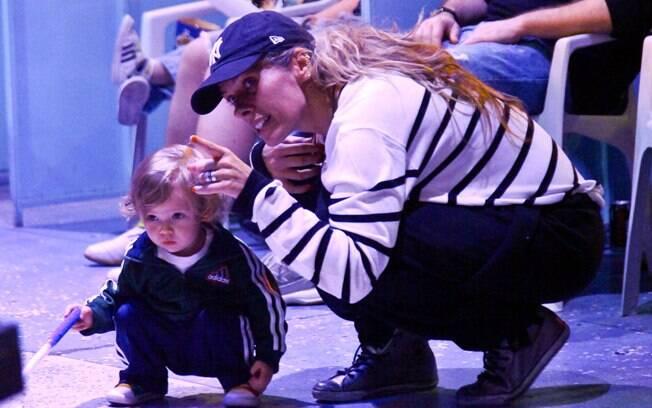 Adriane Galisteu levou o pequeno Vittorio ao circo, na tarde de sábado (10)