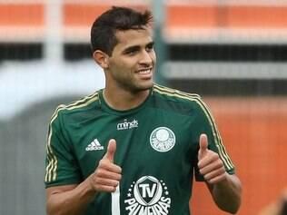 Em boa fase no Verdão, atacante revelou que recebeu propostas do Flamengo e Corinthians