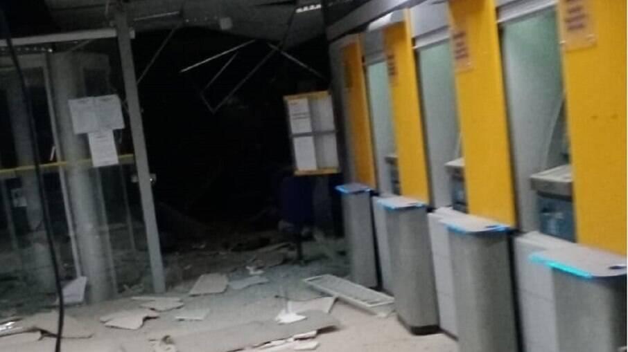Quadrilha explode e rouba três agências bancárias em Correntina-BA