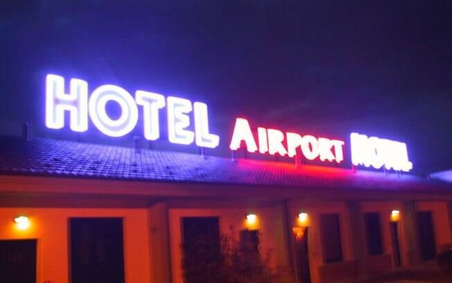 Funcionários do Airport Motel, em Lonate Pozzolo, na Itália, socorreram brasileira
