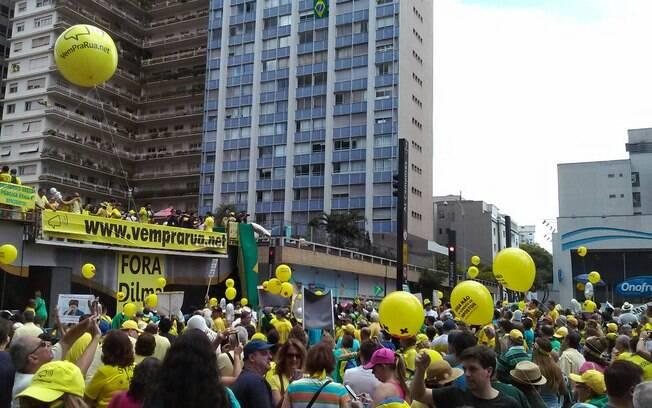 Em dia de calor, manifestantes se reuniram na Avenida Paulista, em São Paulo, neste domingo. Foto: David Shalom/iG São Paulo - 13.12.15