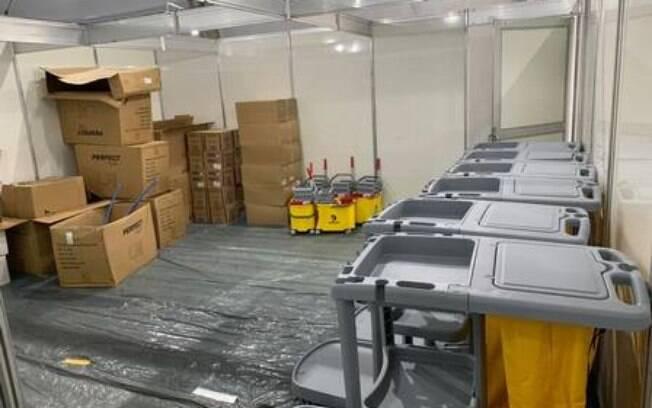 Hospital de campanha de Nova Friburgo: sem equipamentos e com goteira