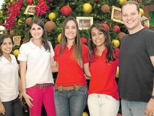 No Metropolitan Shopping, a equipe de marketing, Emília Guimarães, Patrícia Campos, Lorena Ramos, Luísa Santos e Fernando Paiva, comemora o sucesso da nova decoração de fim de ano e a chegada do Papai Noel.