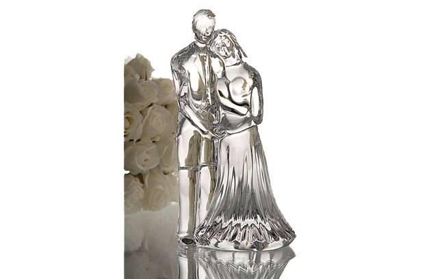 Luxuoso, este casalzinho é feito de cristal Waterford. The Cake Top