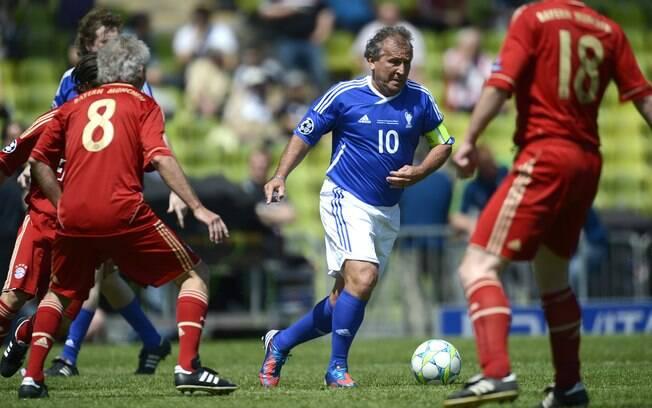 Zico participou de jogo festivo antes da  final da Liga dos Campeões de 2011/2012
