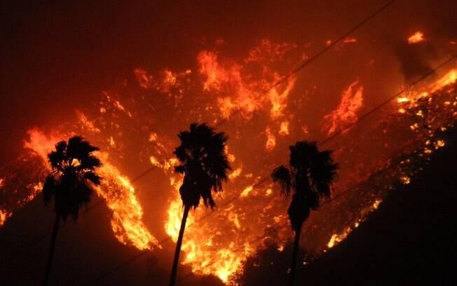 Incêndios na Califórnia obrigaram mais de 52 mil a deixarem suas casas e marcaram os desastres naturais na América