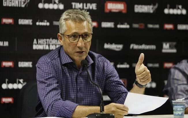 Campello detona VAR e cobra 'auditoria' na CBF: 'O Vasco está cansado de ser garfado'