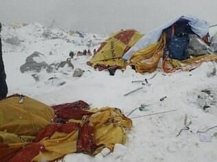 Situação dos acampamentos de montanhistas após terremoto que atingiu o Everest