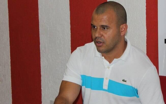Ex-jogador Roni, que passou por vários clubes no Brasil
