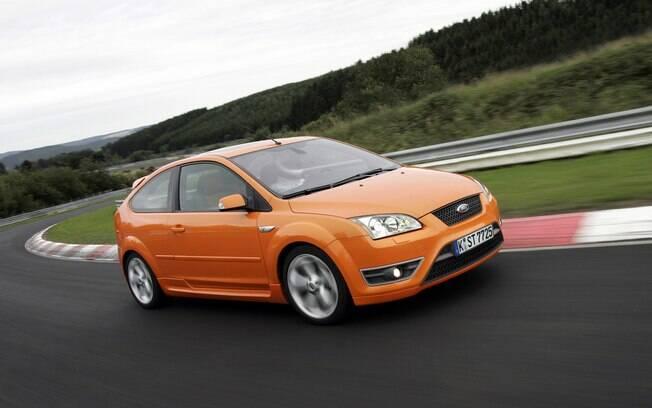 Ford Focus ST da mesma geração do Volvo C30, do qual também conta com o motor turbo, de cinco cilindros e 230 cv