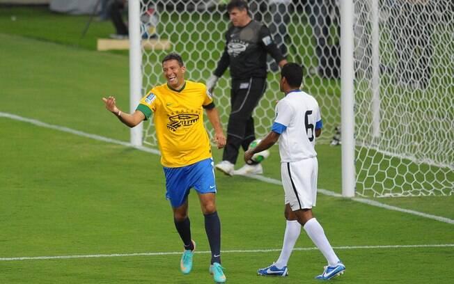 Washington comemora primeiro gol na  reabertura do Maracanã