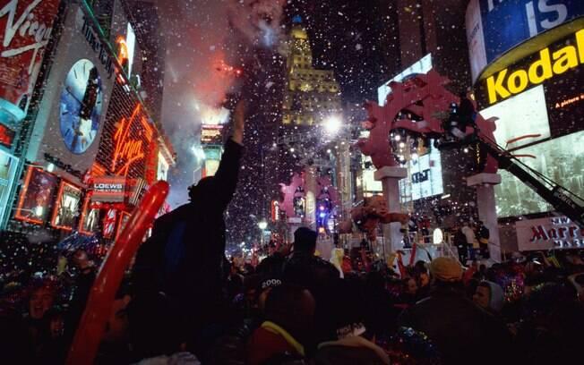 A Times Square lota de turistas e moradores durante o réveillon