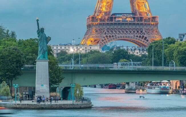 Você sabia que existem três Estátuas da Liberdade em Paris? Esta é a localizada em île aux Cygnes
