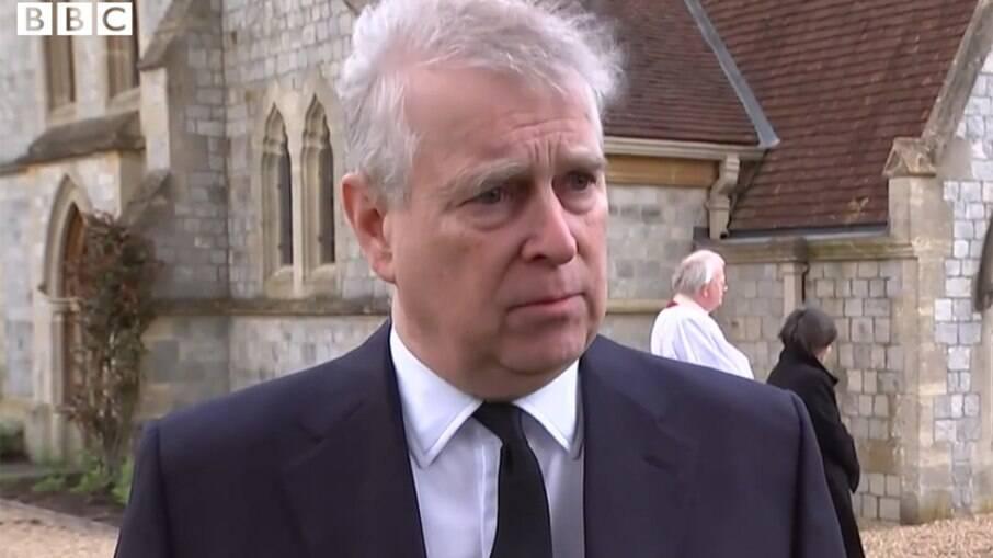 Príncipe Andrew fala da morte do pai
