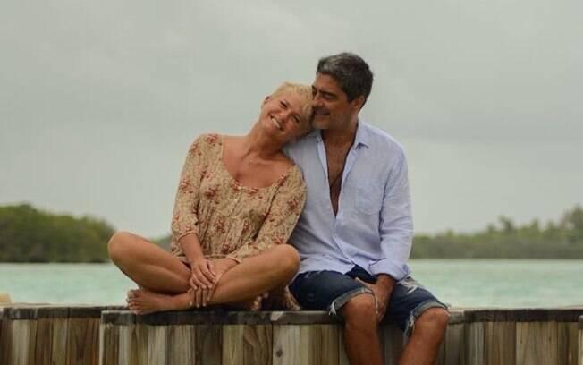 Casais que compartilham declarações de amor na web! Casal Xuxa e Junno Andrade
