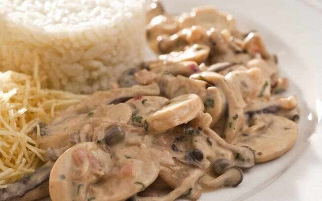 Cogumelos são ótimas substituições para a carne; veja a receita completa de estrogonofe de cogumelos