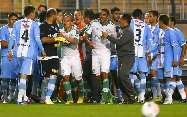 Vitória por 3 a 2 sobre o Paysandu, pela 16ª  rodada, foi marcada por briga entre jogadores