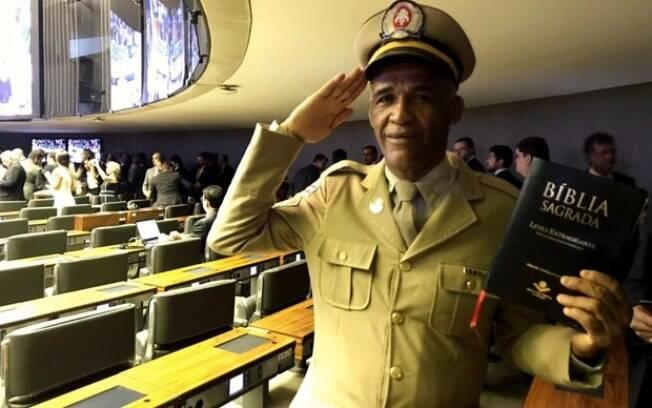 Pastor Sargento Isidório disse que pode conversar com Bolsonaro porque