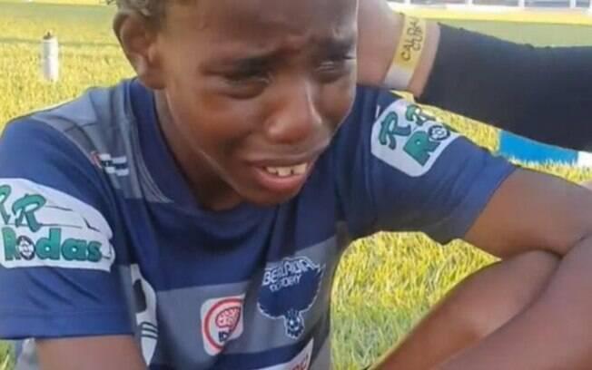 Fluminense e Vasco tentam viabilizar teste na base para garoto vtima de injria racial