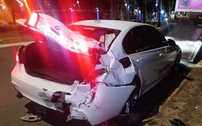 Motorista morre após carro bater em BMW e capotar em Americana