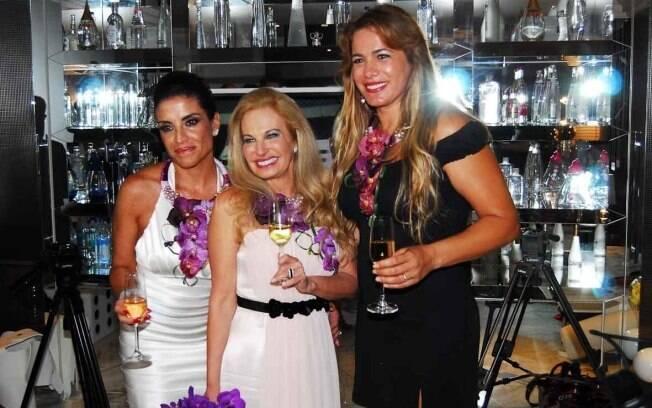Lydia Sayeg, Brunete Fraccaroli e Débora Rodrigues brindam o final de