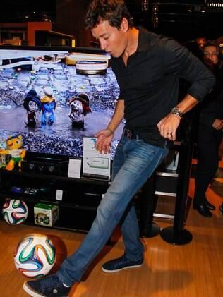 Rodrigo Faro mostrou que é bom de bola