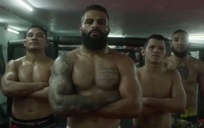 Guilherme com seus companheiros de treino
