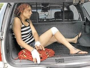 Mulher que assaltou joalheria de shopping teria surtado após consumir cocaína e tentou matar duas pessoas