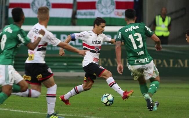 Lance de Palmeiras x São Paulo pela 22ª do Brasileirão