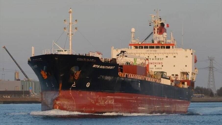 Covid: Depois de 15 tripulantes testarem positivo, navio é isolado em Vila Velha