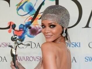 Fashion Icon Award honoree Rihanna poses with her award at the 2014 CFDA Fashion Awards at Alice Tully Hall on Monday, June 2, 2014, in New York. (Photo by Evan Agostini/Invision/AP)