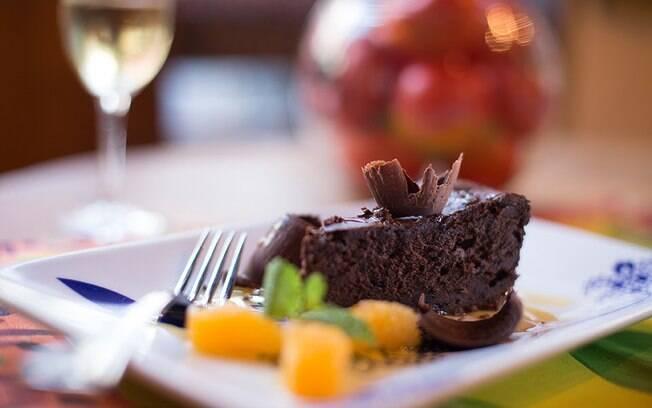 Na tradicional Mercearia do Conde, já veterana no evento, a dica de sobremesa é a torta de cacau com calda de mexerica