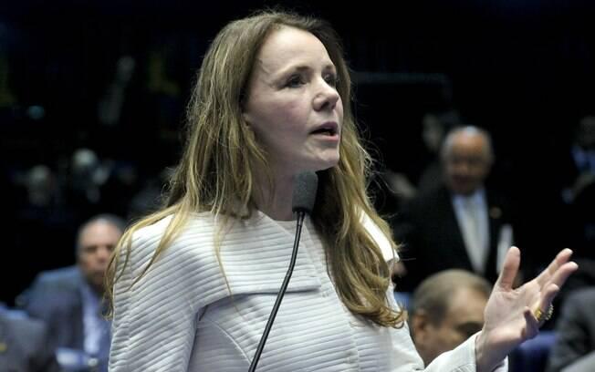 Senadora Vanessa Grazzioton (PCdoB-AM) em pronunciamento durante a sessão deliberativa extraordinária que vota a admissibilidade do processo de afastamento da presidente Dilma Rouseff. Foto: Geraldo Magela/Agência Senado - 11.05.2016